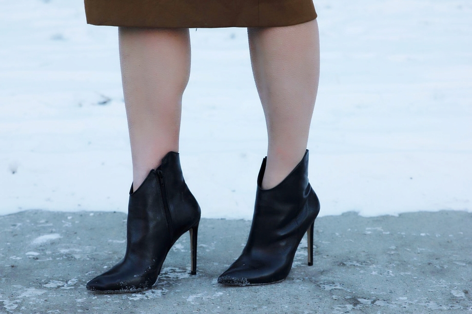 These leathern ankle boots are from Aldo, probably my favorite shoe store. I try and hold out for one of their sales, they often have 50% sales, but I unfortunately had to have these right away, at full price. Still a pretty good price though, $150.